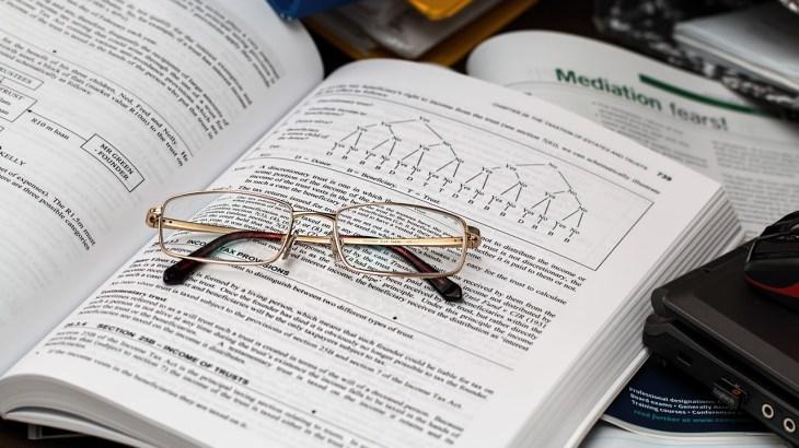 FP2級の参考書は試験に合わせて買い替える?合格できるテキストの選び方!