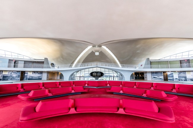 twa-hotel-jfk-terminal-flight-center-eero-saarinen-designboom-05