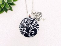 Pendant Necklace Black-White