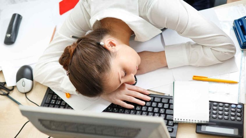 Beneficios de hacer una pequeña siesta durante la jornada laboral