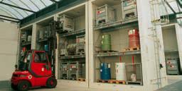 Gran almacén para materias primas y residuos, con una capacidad de 2 x 72 toneladas de líquidos inflamables o tóxicos.