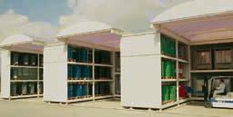 Almacén de sustancias peligrosas compuesto de System-Containers con techo translúcido en la zona de tránsito y de pasillo