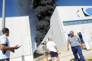 Incendio almacenamiento de caucho – Foto de LaVerdad.es