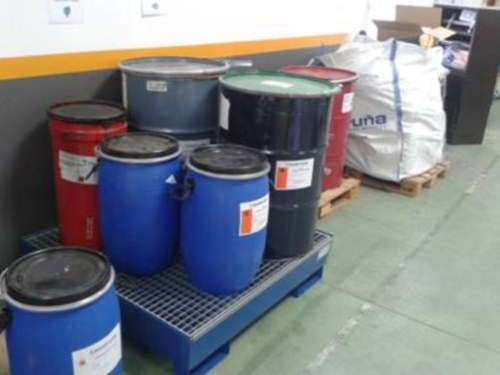 Cubetos para el almacenamiento de residuos en imprenta