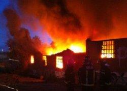 Incendio en naves con poliuretano y rotulación