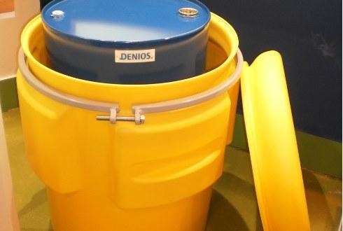 Bidón de salvamento para el transporte seguro de sustancias químicas