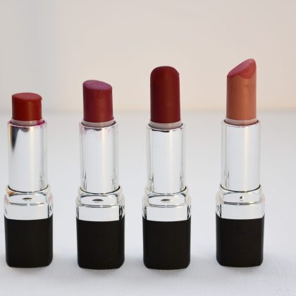 four-aligned-assorted-color-lipsticks-1625037