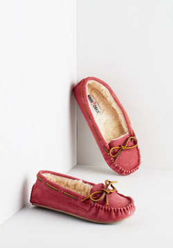 Classically Cozy Slipper in Magenta
