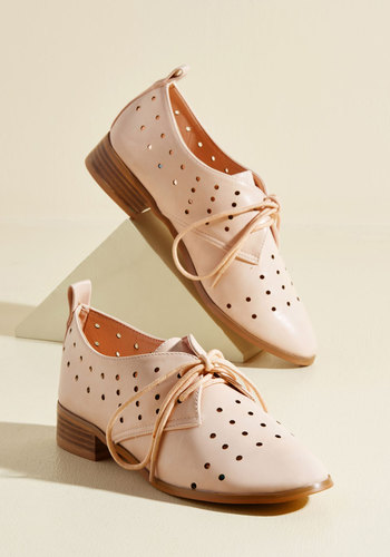 Inspiring Excursion Oxford Flat in Blush