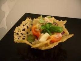 salata in cosulet de parmezan