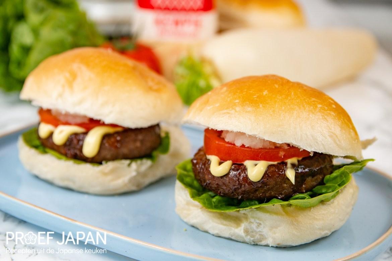 Teriyaki hamburger met kewpie mayonaise.