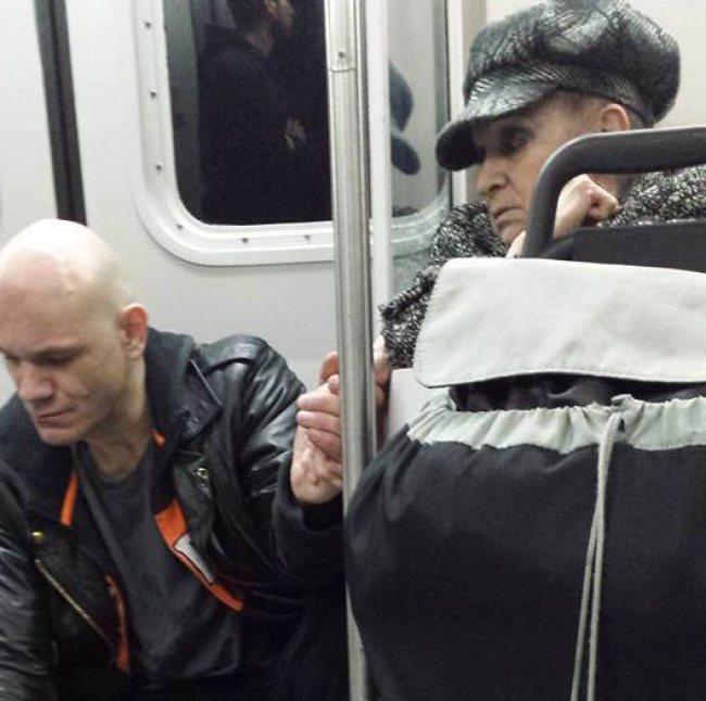Бабушка успокоила агрессивного пассажира в метро