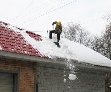 кровельные работы, чистка крыши от снега советы, проектстройнн, строительство домов