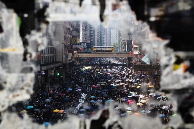 Гонконг: Что будет означать потеря своего «особого статуса»?