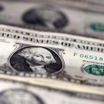 Доллар укрепляет свои позиции на фоне растущей напряженности в США и Китае