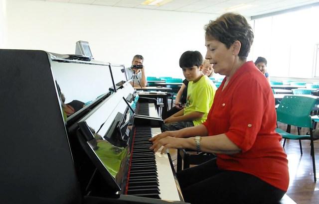 Juan Pablo recibiendo clase maestra con Maria Luiza de Brasil.