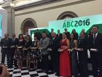 Entrega Mexicanos Primero el Premio ABC a 11 maestros destacados