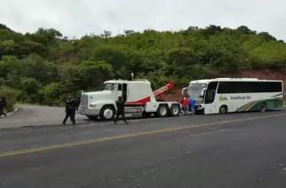 #VIDEO Policías balean autobús donde se trasladaban Normalistas
