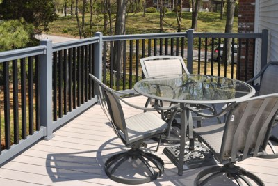 VRT 3 foot tall T top railing. You can select any color combination from The Estate, Landscape or WoodBond Series to make the installation unique.