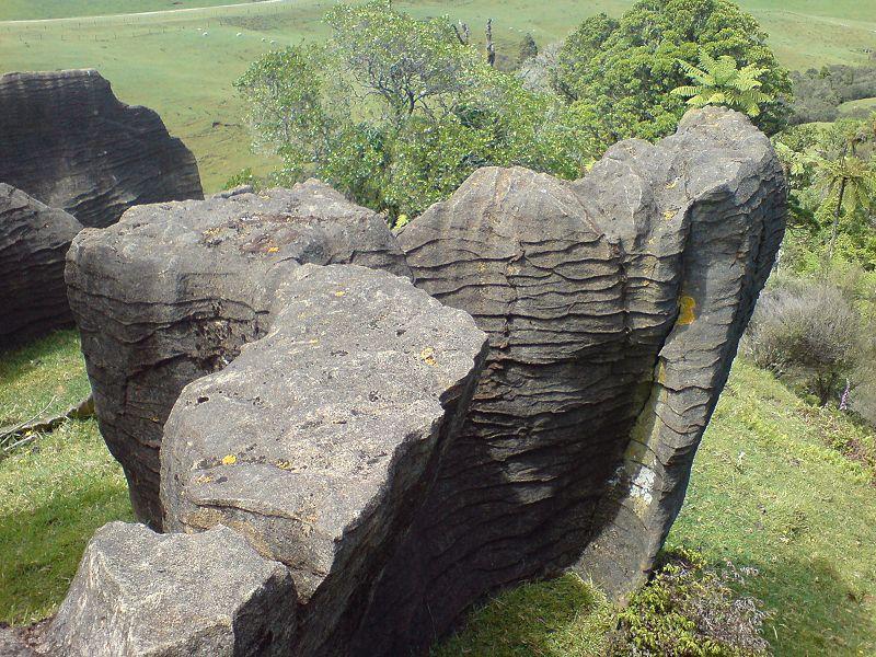 800px-Limestone_Formation_In_Waitomo