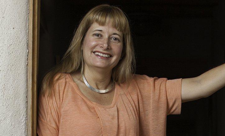 Teresa Dovalpage, escritora cubana de novela negra, afincada en Estados Unidos