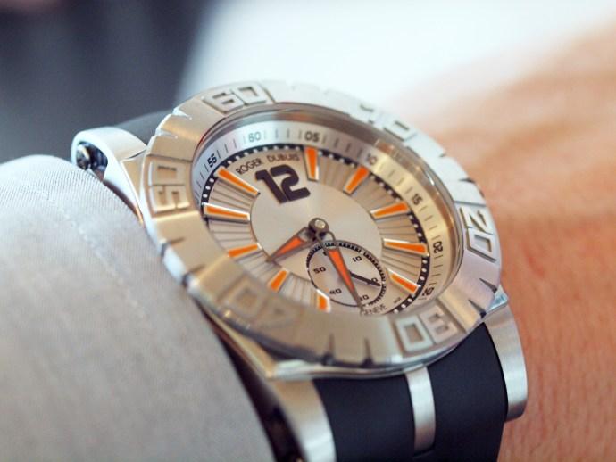 Roger Dubuis Easy Diver RDDBSE0256 wristshot