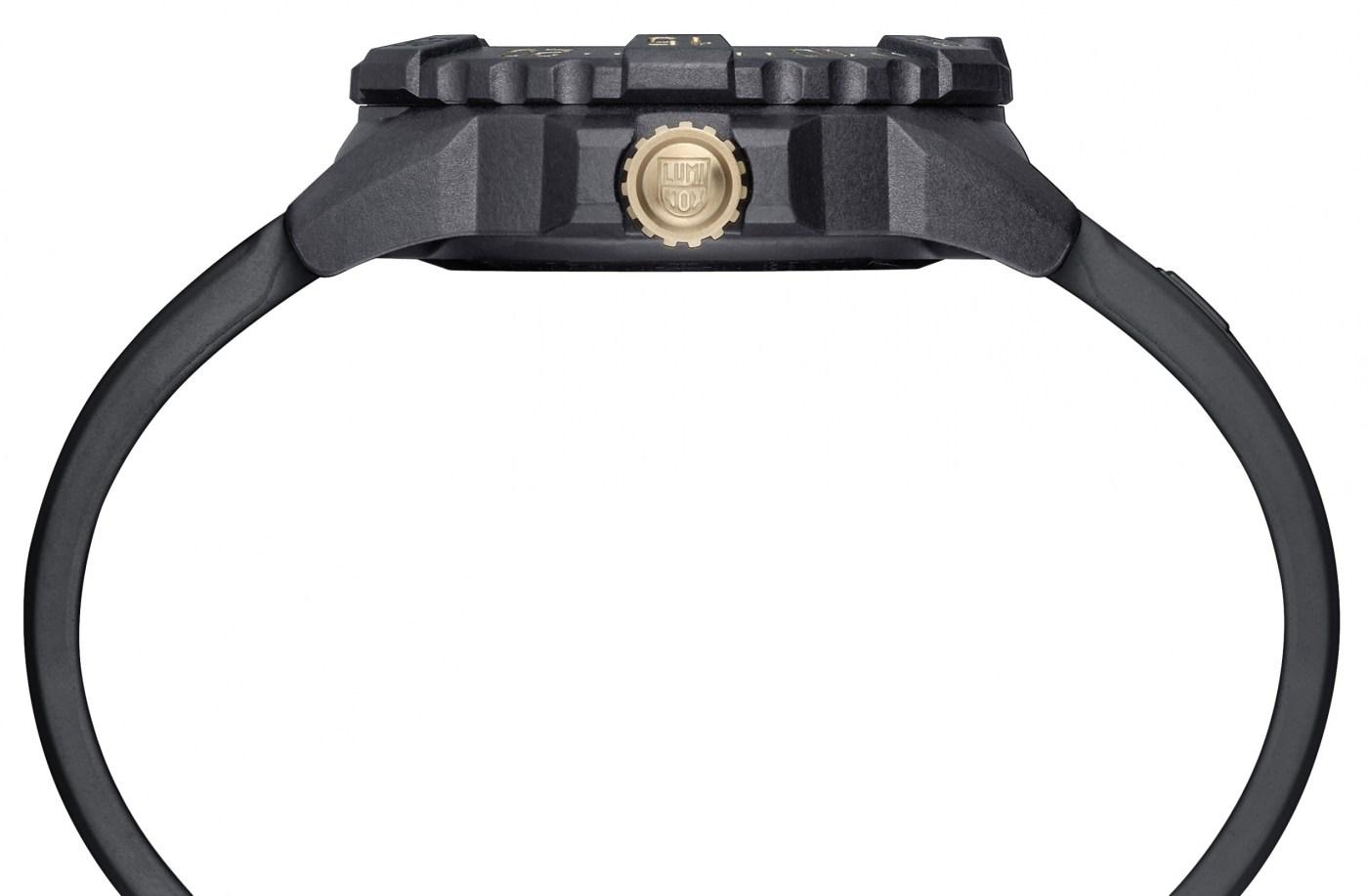 Luminox Navy Seal 3500 Gold side