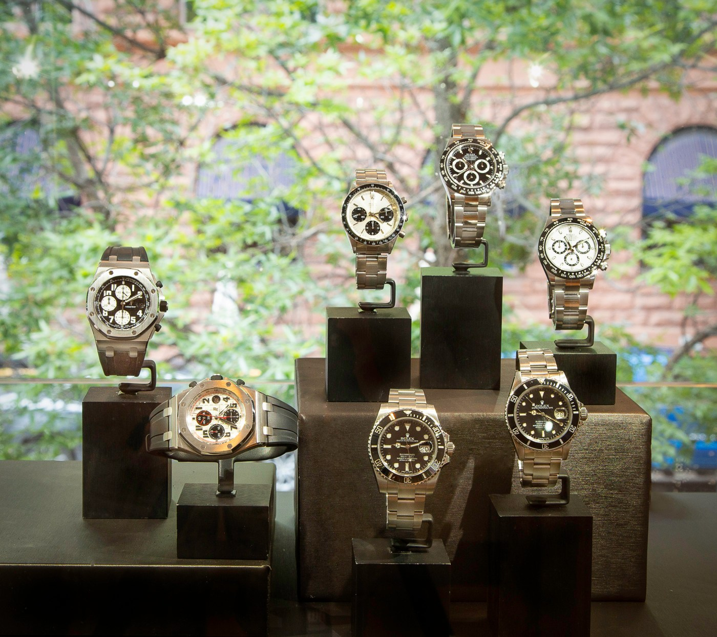 Oliver Smith Jeweler Aspen pre-owned watches