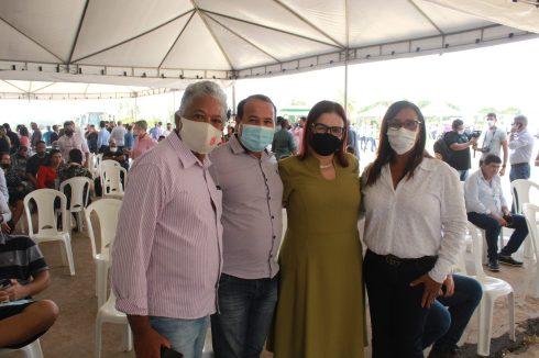 Com a vereadora Cida Picalho e autoridades de Nova Marilândia