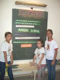 Marieli, Ludimila e Bárbara brincando de fazer poema... :)