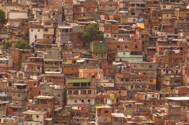Quem mora na favela não possui endereço.