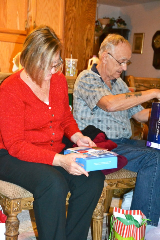 Opening the Gift of Affordable Wireless #FamilyMobileSaves #cbias #shop