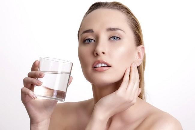 Tips Muka Glowing MInum Air Putih