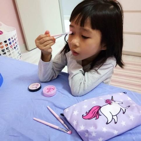 kanak - kanak mudah pakai make up