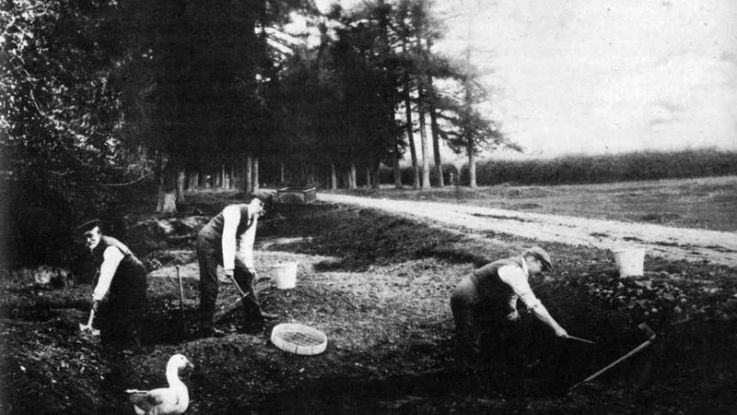 Piltdown Excavation - Smith Woodward (centre) and Dawson (right) digging at Piltdown site circa 1912