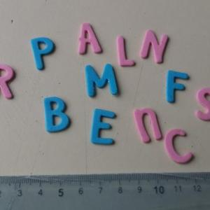 Letras maiusculas em EVA 2x1cm (aprox.) qualquer cor