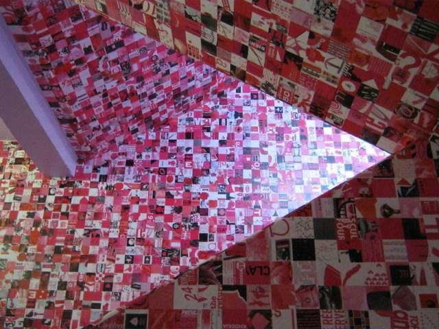 Décors des escaliers de la galerie, par Guy Limone