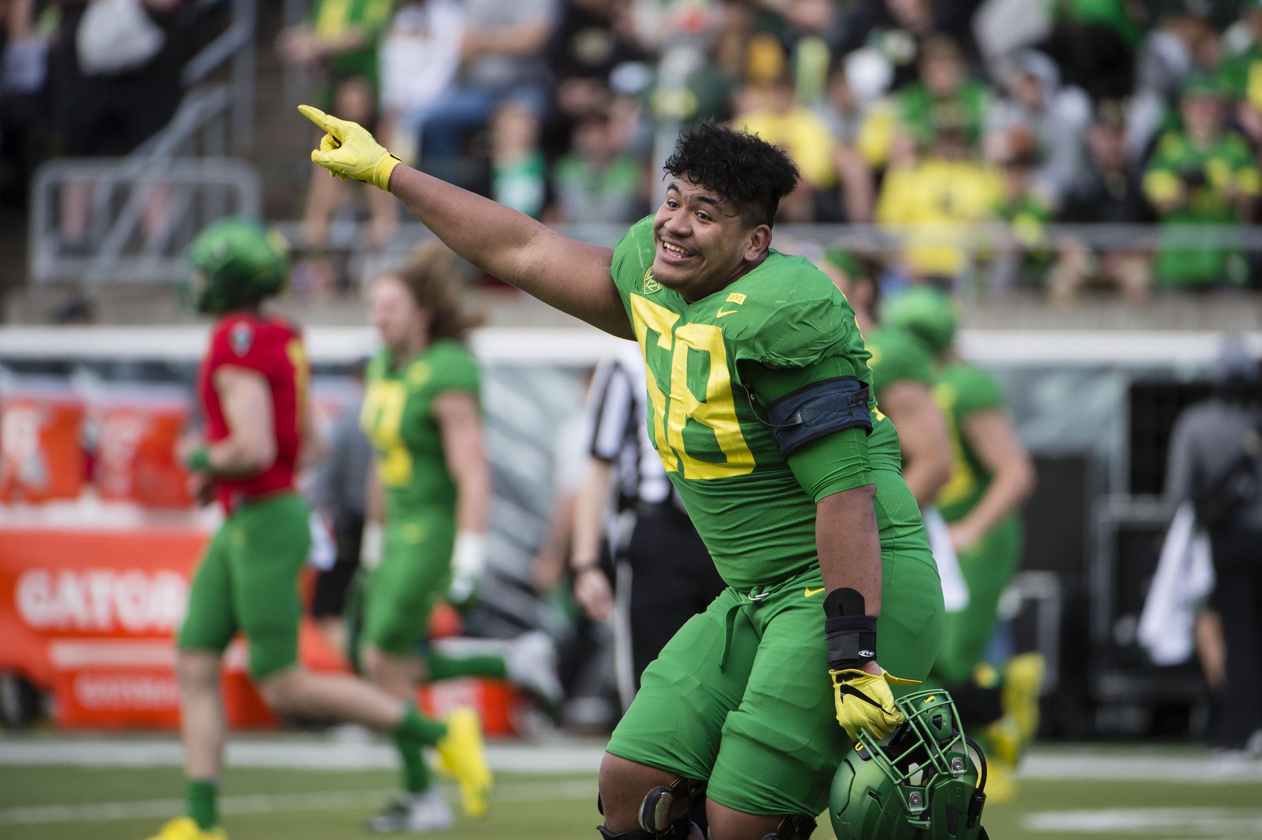 Oregon offensive tackle Penei Sewell