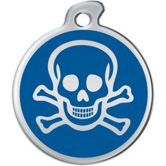 Bild einer runden Hundemarke mit dem Schädel auf blauem Hintergrund.