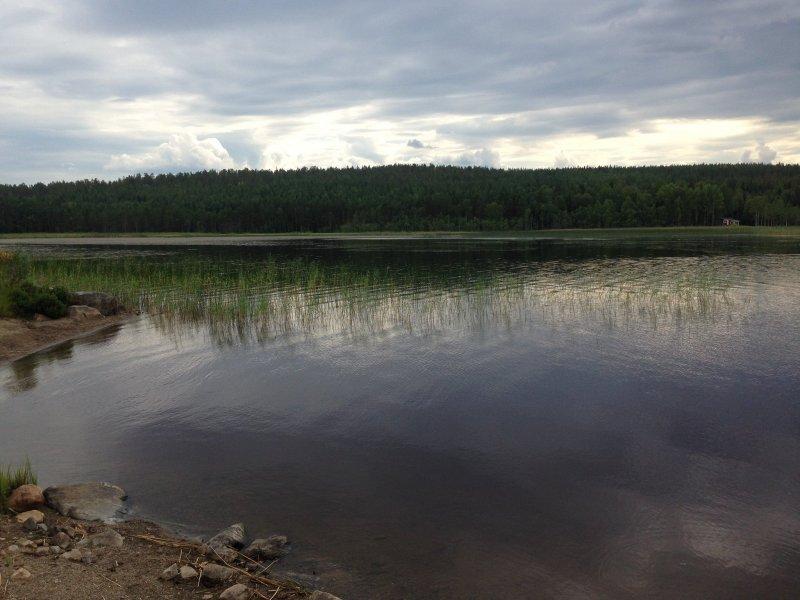 Lago de Laponia sueca