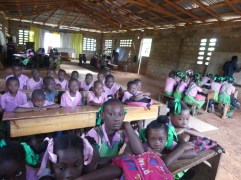 Nella cappella si svolgono le lezioni di 4 classi contemporaneamente.