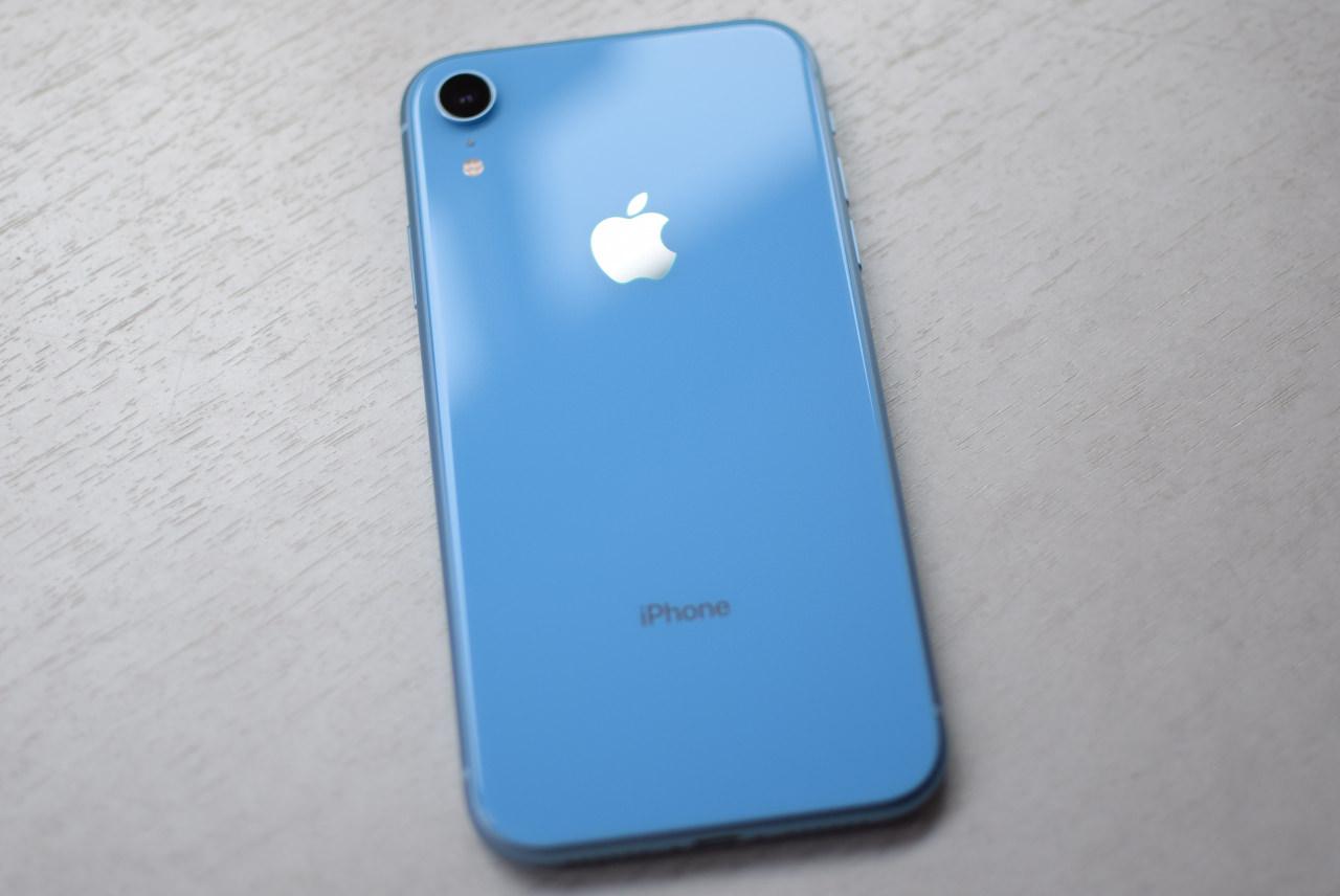 iPhone XR ブルーは鮮やかでポップな色味