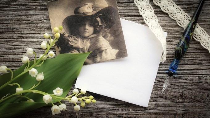 百合の花と少女