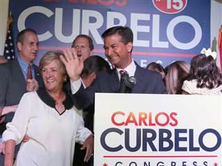 Al frente, Carlos Curbelo. En segundo plano, Mario y Lincoln Diaz-Balart.