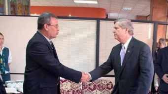 Tom Vilsack meeting his Cuban counterpart, Gustavo Rodríguez Rollero, in Havana last November.
