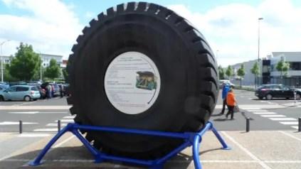 Le plus grand pneu au monde