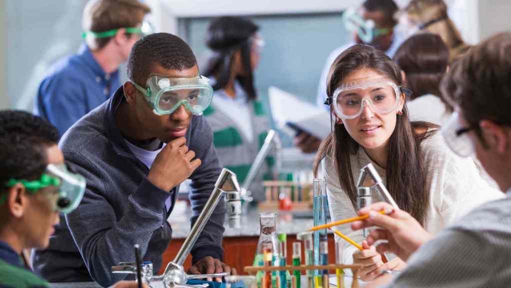 Hoe mindsets van docenten de interesse voor exacte studies beïnvloeden