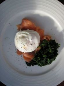 Poached egg and smoked salmon with spinach
