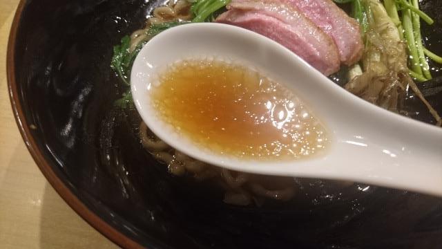 芹と鴨の醤油そばのスープ