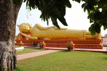 Reclining Buddha outside Pha That Luang